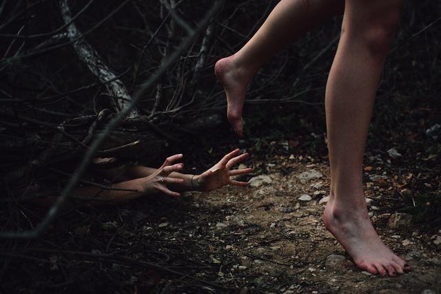barefoot runner running from zombie