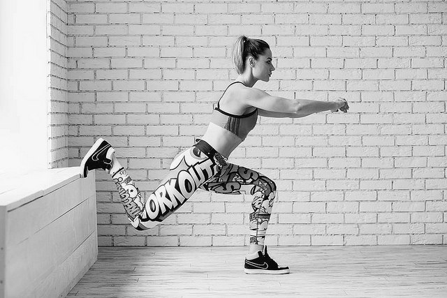 woman doing bulgarian split squat