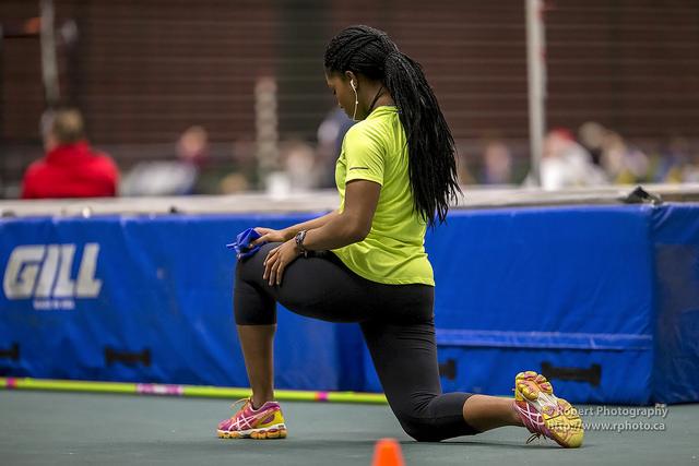 woman kneeling lunge