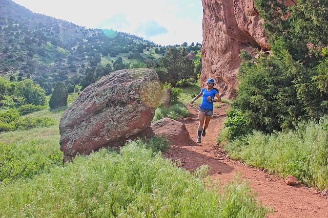 female trail runner