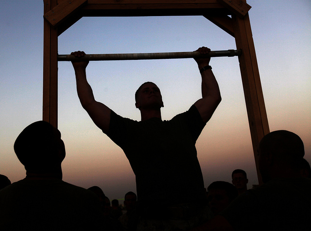 how many pull ups is good - marine doing pull ups